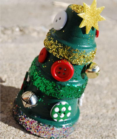 Stacked Terra Cotta Pot Christmas Tree