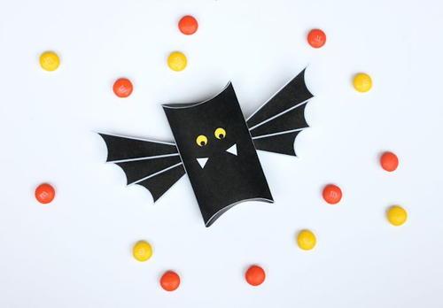 Batty Pillow Box Template | FaveCrafts.com