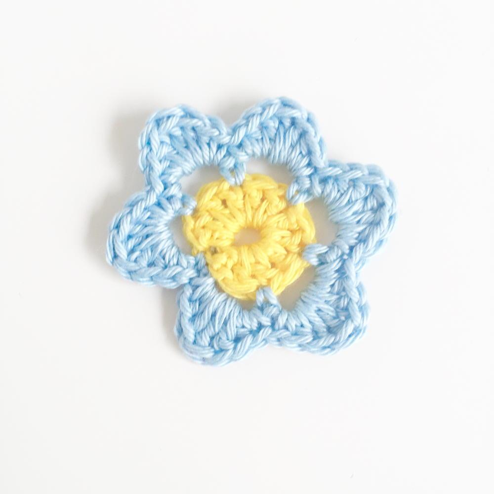 Super Simple Crochet Flower Pattern
