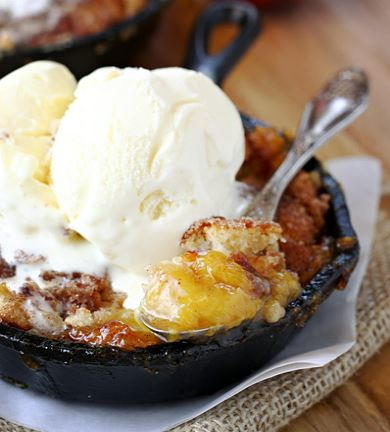 Easy Old Fashioned Peach Cobbler