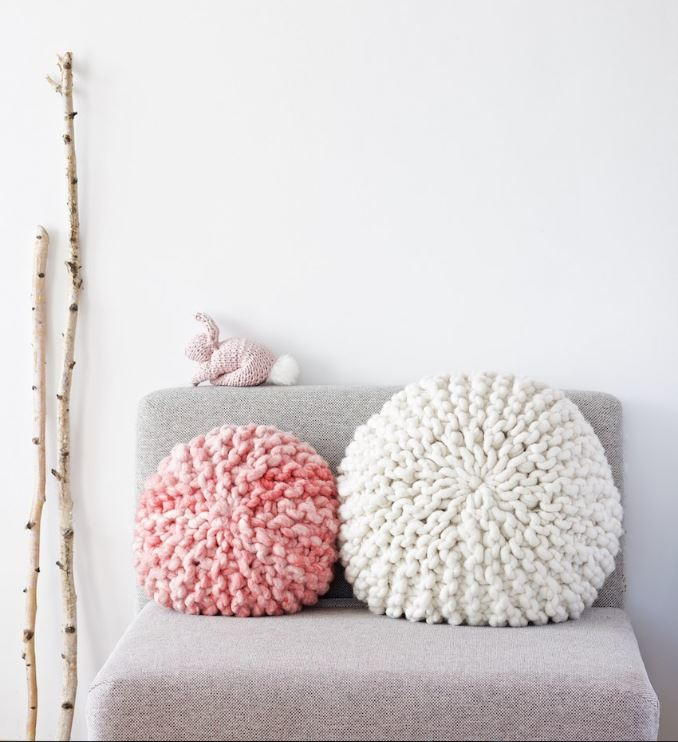 Adorable Super Chunky Pillows | AllFreeKnitting.com