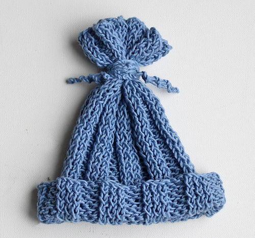 Ridiculously Easy Hyacinth Baby Hat Allfreeknitting