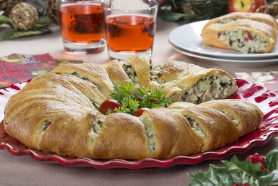 Spinach Artichoke Crescent Ring