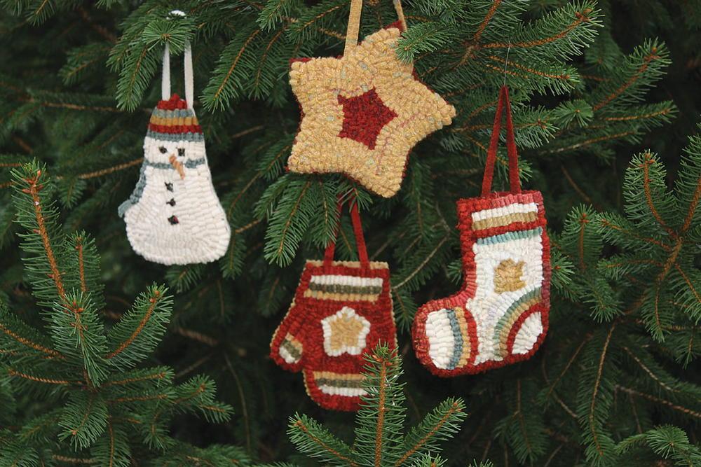 primitive holiday ornaments rughookingmagazinecom - Primitive Christmas Ornaments