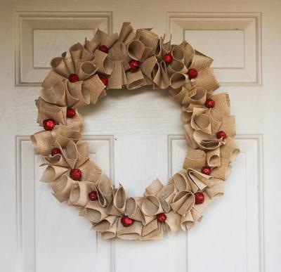 diy christmas wreaths 9 charming burlap wreaths - Christmas Burlap Wreath