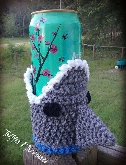 Shark Beverage Cozy Allfreecrochet