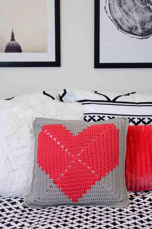 I heart you free crochet pillow pattern allfreecrochet i heart you free crochet pillow pattern allfreecrochet bankloansurffo Gallery