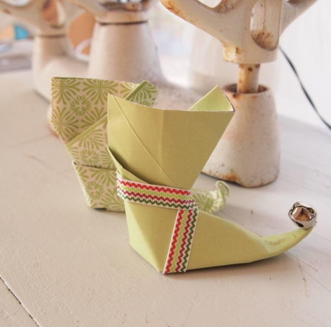 Origami Santa Ornament: Elf Boot Origami Paper Ornaments