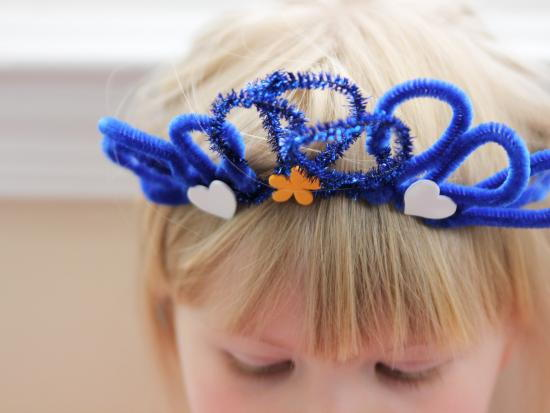 Princess crown pipe cleaner craft for Art and craft crown