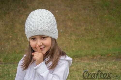 Girl's Diamond Cable Beanie