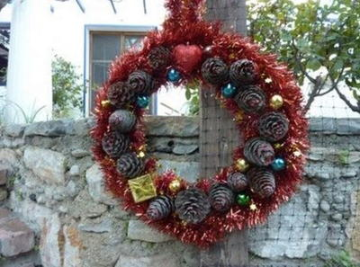 Pinecone DIY Christmas Wreath