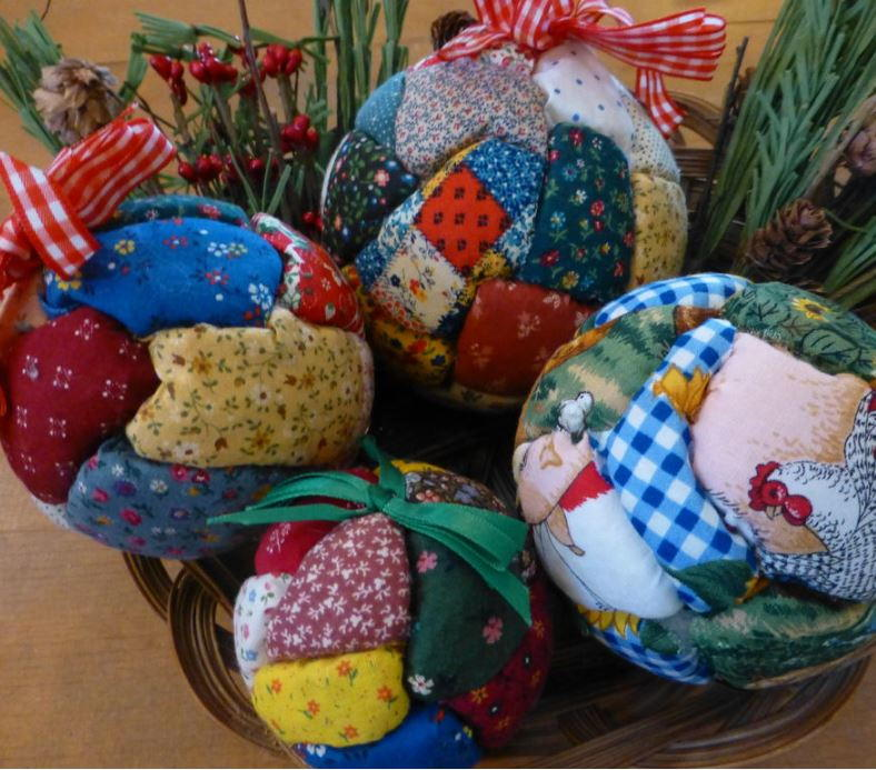 Quilted Christmas Ball Ornaments | AllFreeChristmasCrafts.com : quilting christmas ornaments - Adamdwight.com