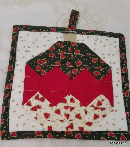 Quilted Christmas Bauble Pot Holder