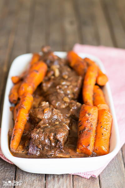 Short Ribs Carrots and Garlic Tomato Gravy