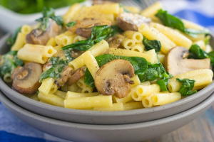 Garlic Parmesan Pasta with Spinach and Mushrooms