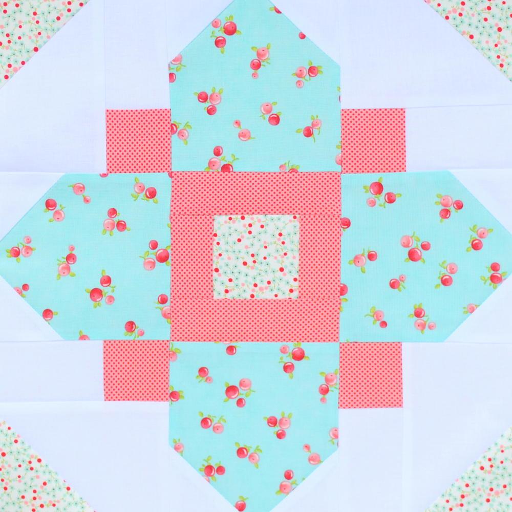 Quatrefoil Quilt Block Pattern | FaveQuilts.com