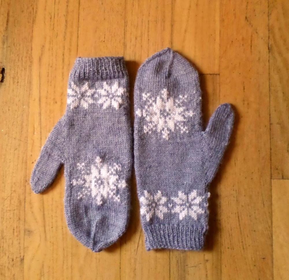 Frozen Snowflake Mittens | AllFreeKnitting.com