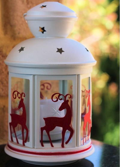 25 christmas lighting ideas lanterns candles and more christmas lantern if its diy solutioingenieria Gallery