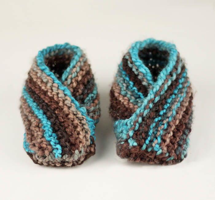 World\'s Easiest Toddler Knit Slippers | AllFreeKnitting.com