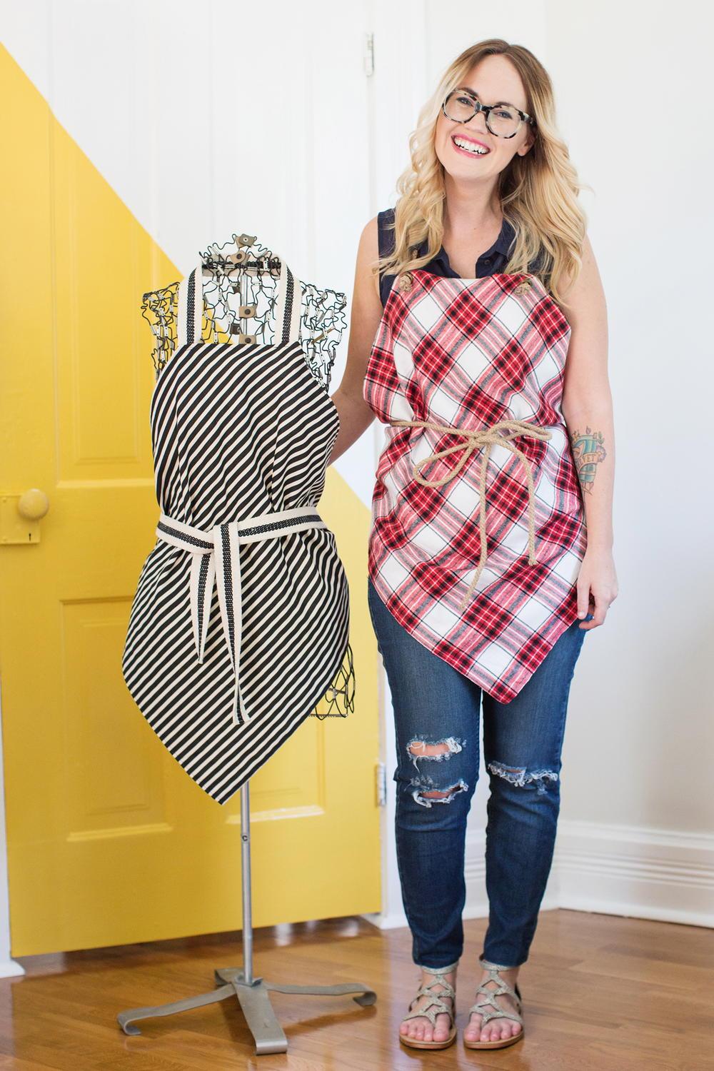 How to sew aprons 42 free patterns for aprons allfreesewing apron patterns for sewing beginners jeuxipadfo Gallery