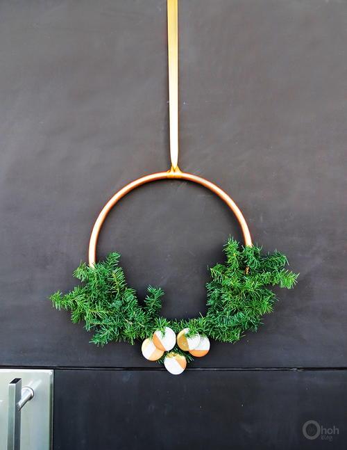 Diy Modern Christmas Wreath Allfreeholidaycraftscom