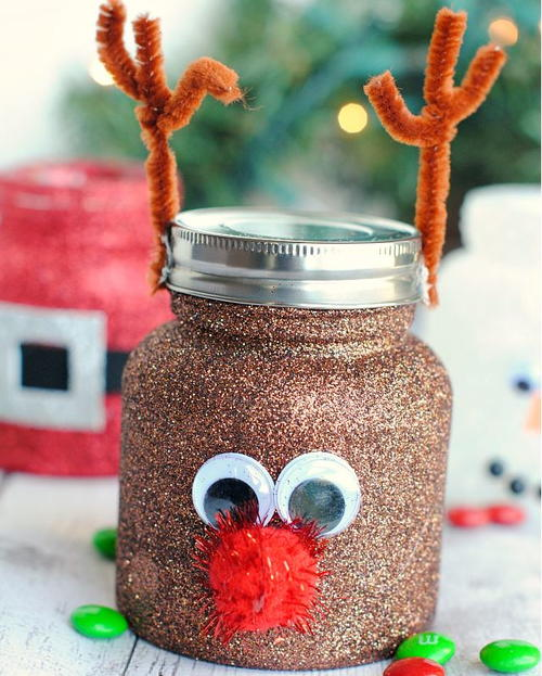 Christmas Gift Ideas For Design Lovers: Christmassy Treat Jar Decorating Ideas