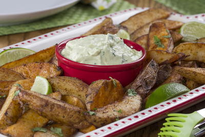 Crispy Potato Wedges with California Dip