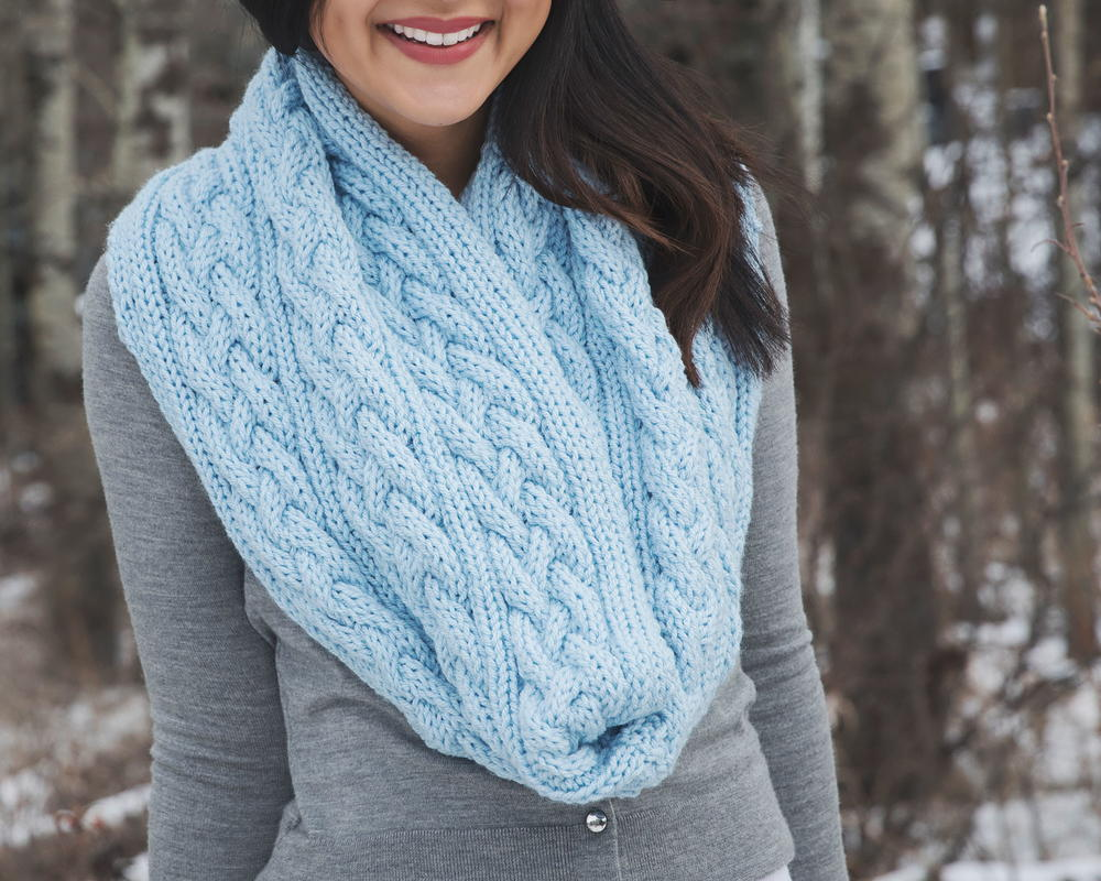 40+ Infinity Scarf Patterns You\'ll Love | AllFreeKnitting.com