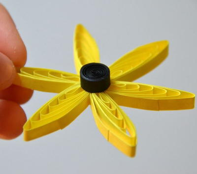 Yellow Dream Quilling Comb Flower