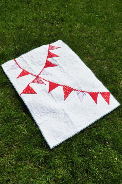 Beautiful Bunting Baby Quilt Tutorial
