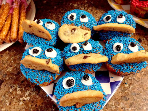 How to Make Elmo and Cookie Monster Cupcakes