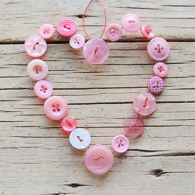 Hanging Wired Button Hearts