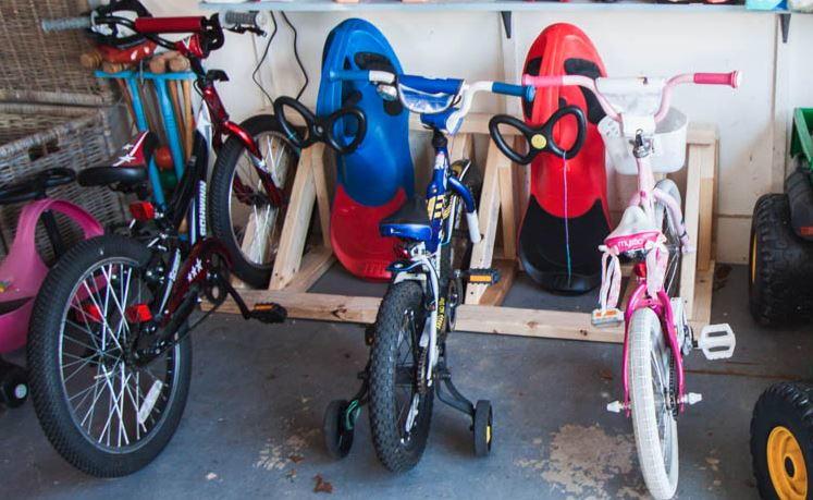 Sturdy DIY Pallet Bike Rack | DIYIdeaCenter.com