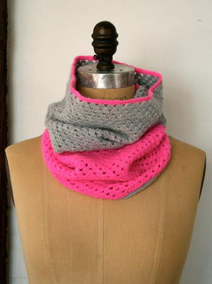 A Study In Contrasts Crochet Cowl