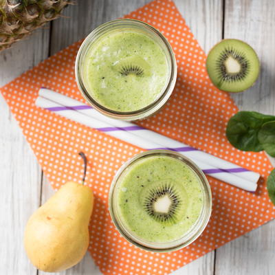 Kiwi Pear Spinach Pineapple Smoothie