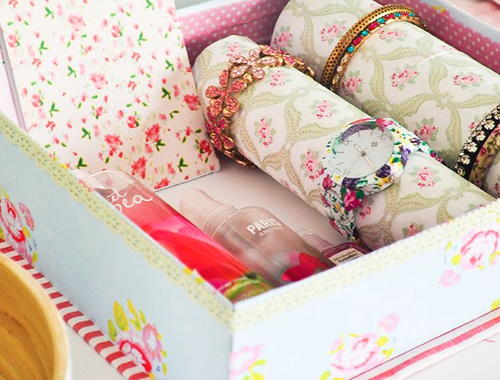 Adorable DIY Bracelet Organizer Box