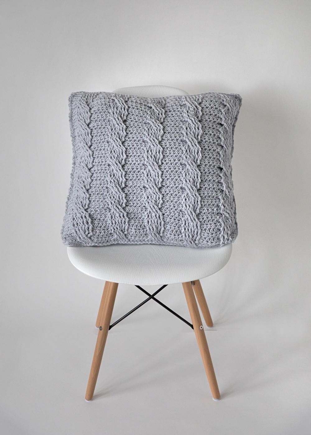 Crochet Cabled Throw Pillow Pattern Allfreecrochet
