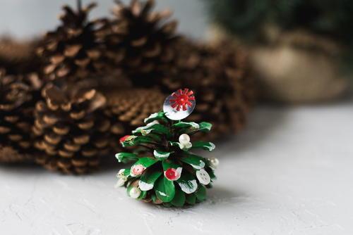mini pinecone christmas tree