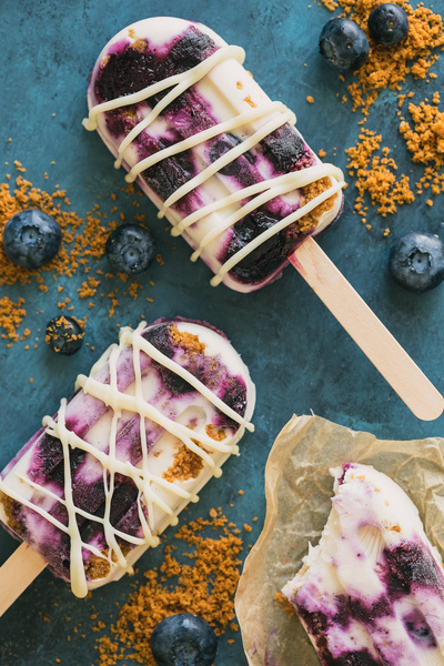 Roasted Blueberry & Speculoos Cookie Yogurt Popsicles