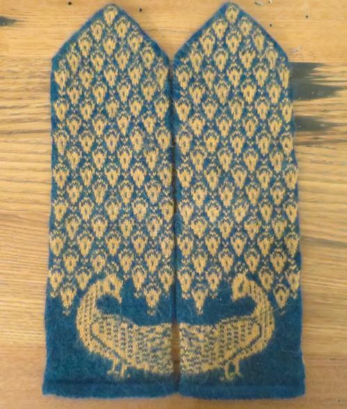 Pride and Prejudice Mittens Knitting Pattern | AllFreeKnitting.com
