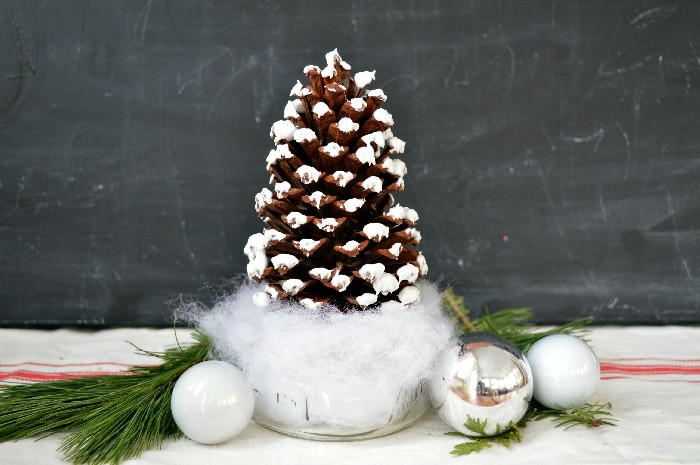 pine cone christmas tree craft allfreeholidaycraftscom - Decorating Large Pine Cones For Christmas