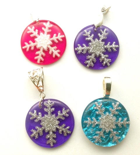 Snowflake resin jewelry tutorial allfreejewelrymaking snowflake resin jewelry tutorial aloadofball Gallery