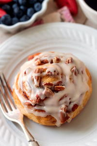 Easy Browned Butter Frosting Pecan Cinnamon Rolls