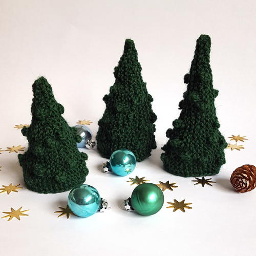 Awesome Little Knit Christmas Tree
