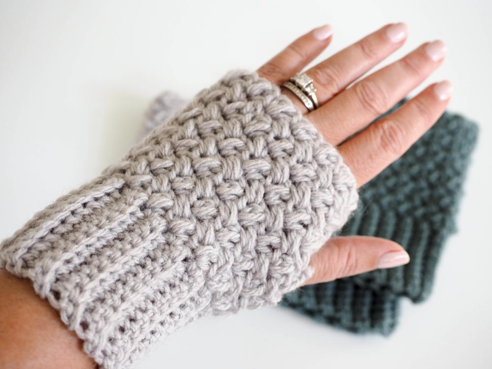 24 Free Crochet Mittens Patterns | FaveCrafts.com