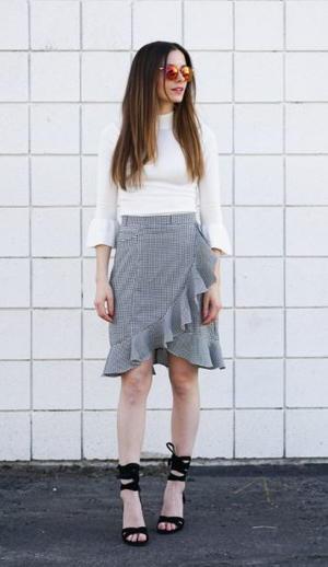 Gifs Query Skirt Lift