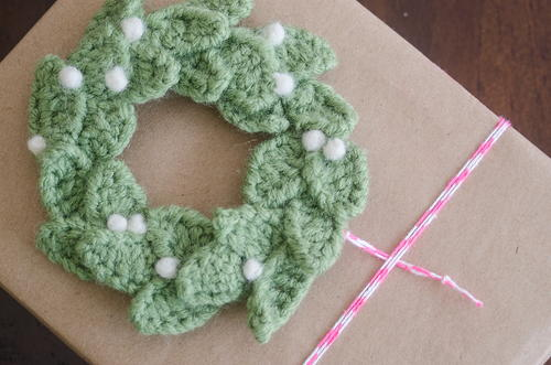 Christmas Wreath Crochet Gift Topper | AllFreeCrochet.com