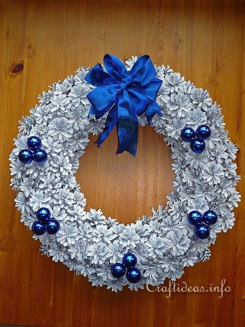 Wintery Pine Cone Wreath