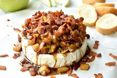 Baked Brie with Apples and Bacon