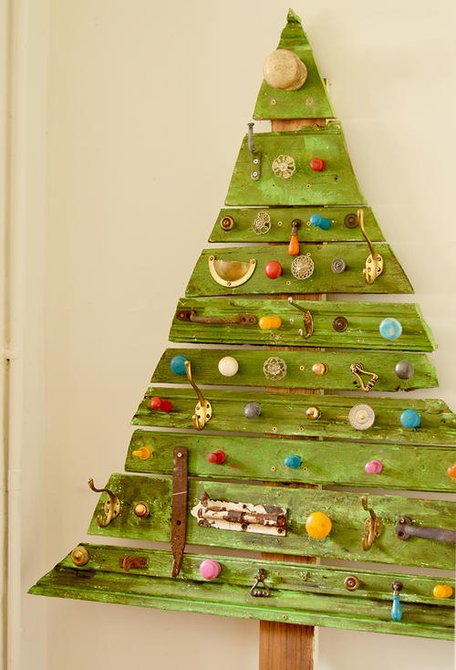 Salvaged Wood and Knobs Flat Christmas Tree